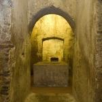 Corridoio d'accesso e vano circolare dell'ipogeo di San Salvatore.